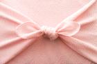 ピンク色の風呂敷包み俯瞰アップ