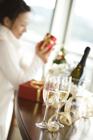 クリスマス 女性とシャンパン