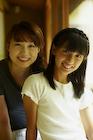 笑顔の女の子と女性
