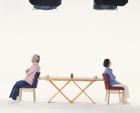 テーブルの老夫婦
