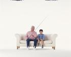 釣竿を持つ祖父と孫