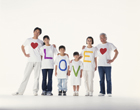 LOVEのTシャツの三世代家族