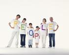 PEOPLEのTシャツの三世代家族