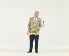 楽器を持つ中高年男性