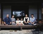 縁側の三世代家族