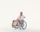 車椅子の中高年男性