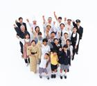 握りこぶしの俯瞰の日本の人々