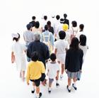 後姿の俯瞰の日本の人々