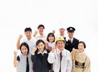 握りこぶしの日本人の人々