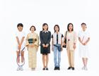 1列に並ぶ日本人女性の人々