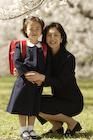 桜と日本人親子