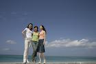 青空と3人の女性