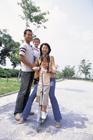ポケットバイクと家族4人のポートレート