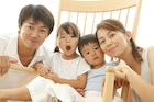 ロッキングチェアと家族のポートレート