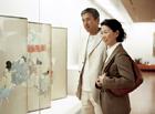 美術館のミドルカップル