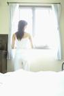 ベッドルームの女性