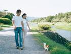 散歩する20代カップル
