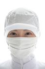 衛生帽子とマスクをした女性