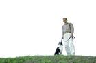 土手で犬の散歩をしているミドル男性