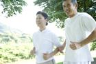 ジョギングを楽しむミドルカップル